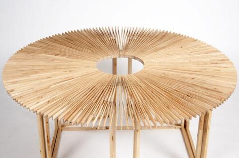 Chiếc bàn quạt nan biến hình kỳ diệu