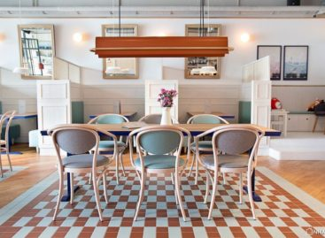 Chiêm ngưỡng nội thất bên trong quán cà phê Fanaberia Crepes & Café tại Ba Lan