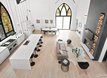 Tham quan ngôi nhà với kiến trúc của một nhà thờ tại Chicago