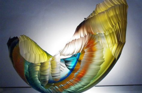 Những chiếc bình hình sóng nước sống động của Graham Muir