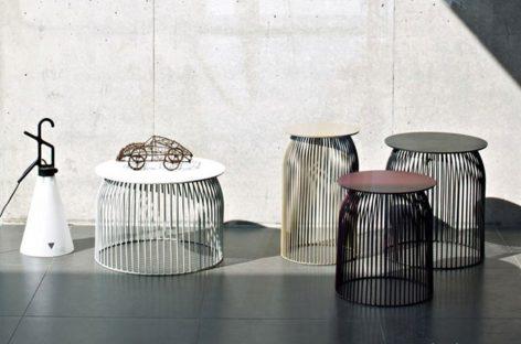 Chiếc bàn cà phê tròn bằng thép hiện đại