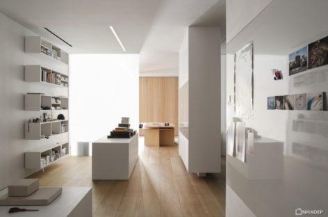 Vẻ đẹp hiện đại của căn hộ áp mái được thiết kế bởi Desai Chia Architecture