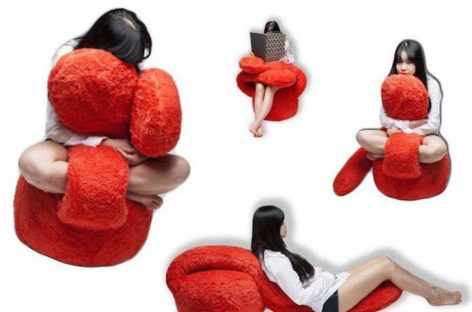 """Cảm nhận những """"chiếc ôm"""" từ ghế sofa Free Hug"""