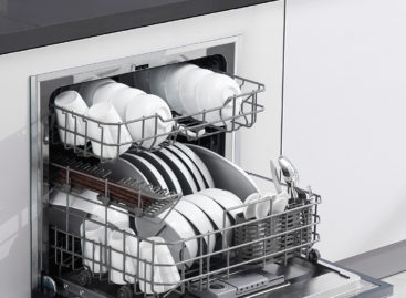 Bên trong máy rửa bát khi hoạt động