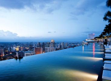 """Mạo hiểm cùng """"bể bơi treo"""" tại Khách sạn Marina Bay Sands, Singapore"""