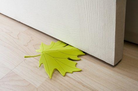 Lung linh sắc màu với những tấm chặn cửa hình chiếc lá