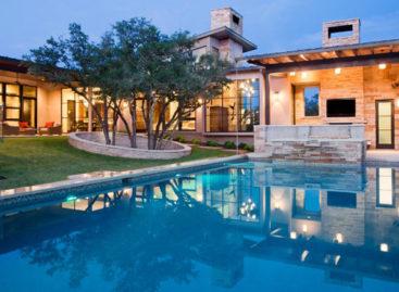 Căn nhà có thiết kế nổi bật tọa lạc tại Oaks – khu phố Tây Ban Nha thuộc tiểu bang Texas