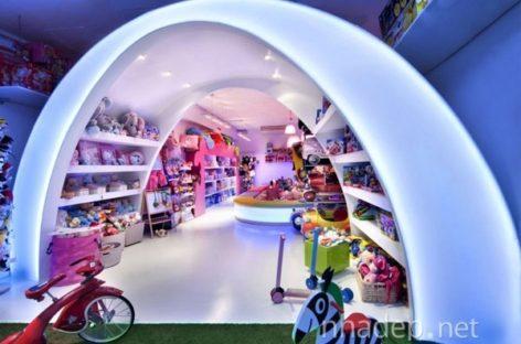 Cầu vồng rực rỡ diệu kỳ tại cửa hàng đồ chơi Pilar ở Barcelona