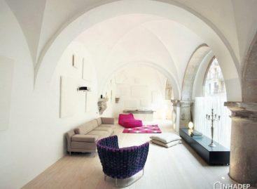 Khám phá vẻ đẹp của ngôi nhà xây lại từ một tu viện cổ xưa ở Barcelona