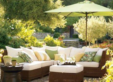 Thiết kế phòng khách ngoài trời với bộ ghế sofa Palmetto Sectional