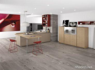 Nhà bếp hiện đại trong tông đỏ cá tính bởi Comprex