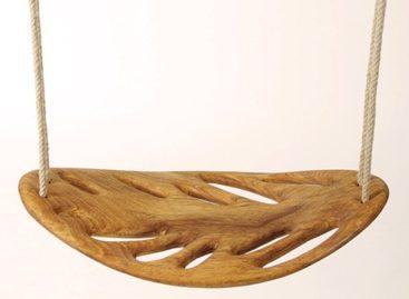 Xích đu gỗ hình chiếc lá đầy sáng tạo của Veronica Martinez