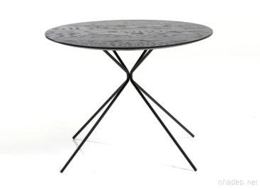 Độc đáo bàn gỗ sồi có chân thép hình con quay