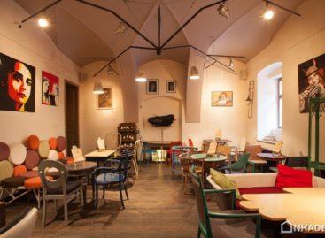 Phong cách thiết kế chiết trung tại trung tâm Transylvania: Cà phê Colaj