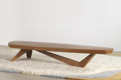 Chiếc bàn cà phê Moby của hãng Angela Adams