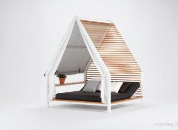 Không gian ngoại thất hiện đại với thiết kế nhà gỗ nhỏ