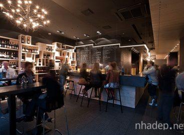 Quầy bar rượu vang ấm cúng tại Budapest