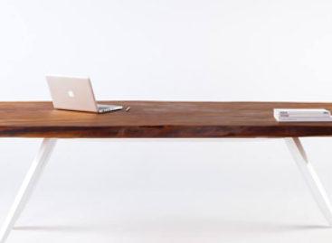 Vẻ đẹp thanh lịch của chiếc bàn Kauri được làm từ gỗ xưa