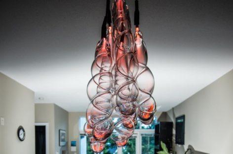 Đèn treo Slinky của công ty Sasamat Creative