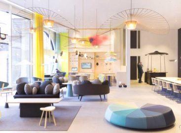 Không gian gần gũi của sảnh chờ tại khách sạn Novotel, Hague