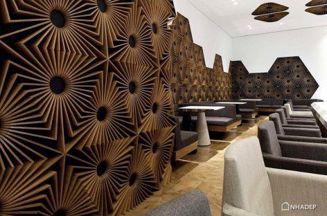 Quán bar ấn tượng bởi bức tường trang trí độc đáo