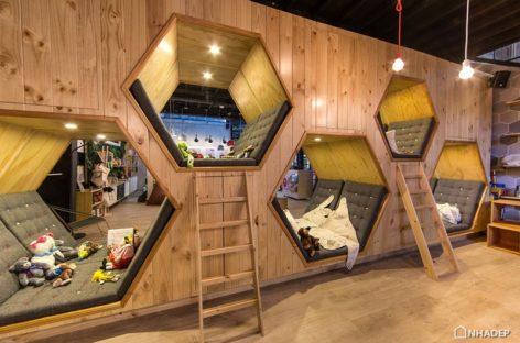 Quán cà phê sách với không gian riêng tư bằng gỗ ấm áp