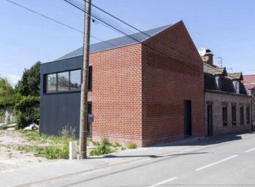 Sự kết hợp độc đáo của các vật liệu xây dựng cho ngôi nhà [B] ở Pháp