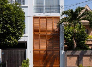 Ngôi nhà mặt tiền với thiết kế cửa sập đặc biệt