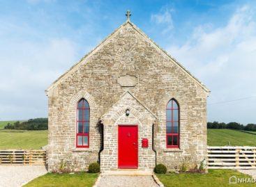 Căn nhà nhỏ ở ngoại ô mang phong cách Gothic đầy ấn tượng