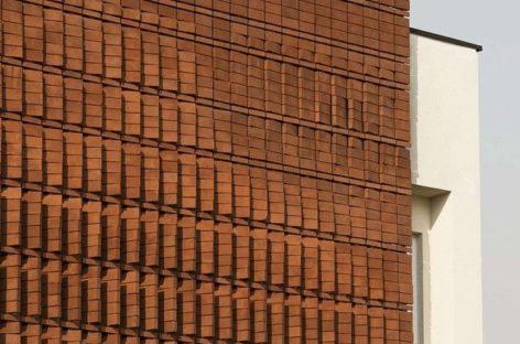 Tòa nhà chung cư với mặt tiền độc đáo bằng gạch