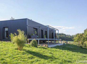 Ngôi nhà có thiết kế độc đáo được xây dựng bằng container