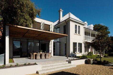 Ngôi nhà House T. hiện đại được thiết kế bởi Luigi Rosselli Architects
