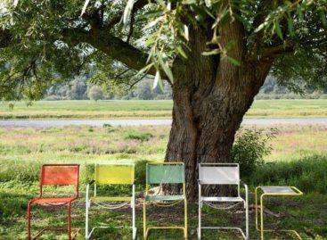 Phiên bản ngoài trời đầy màu sắc của ghế Bauhaus
