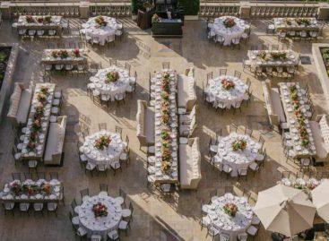 Bàn ghế xếp Zown – Tạo dấu ấn riêng cho tiệc cưới với các kiểu bố trí bàn tiệc đa dạng (Phần 2)